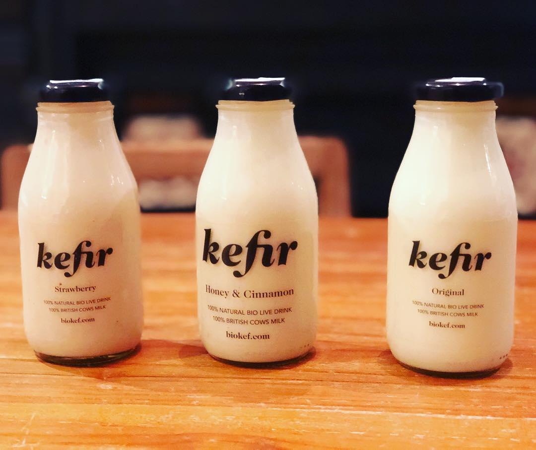 tres botellas de kefir